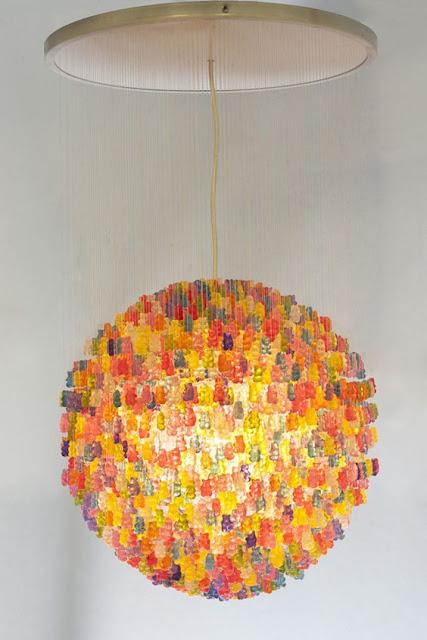 グミのシャンデリア?感性を刺激するクリエイティブな家具#2・9選【a】 3000のグミで作られたシャンデリア
