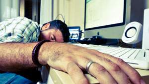 Kelelahan bekerja sebagai penyebab serangan kantuk, kecapekan