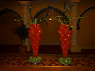 Easter carrots balloon sculpture ideas