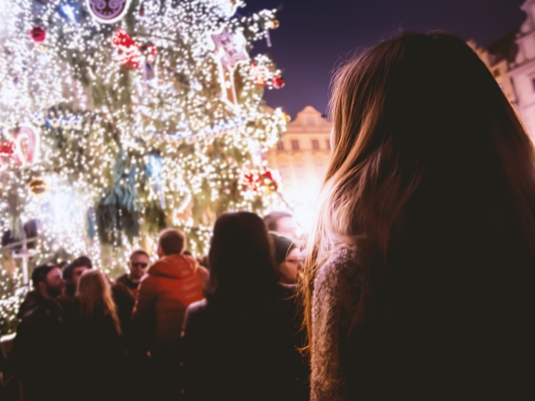 How to Handle Grief During the Holidays Like a Pro // WWW.THEJOYBLOG.NET