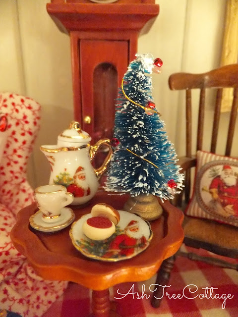 little cottage rooms take on such a warmth and special glow at christmas tiny decorations