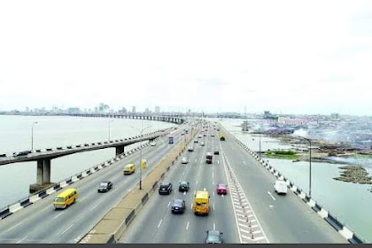 PHOTO: Man on Third Mainland Bridge Jumps Into Ocean