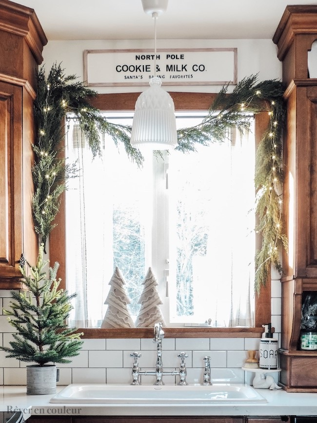 A Christmas decorating touch in the kitchen by Dreaming in Color featured at Pieced Pastimes
