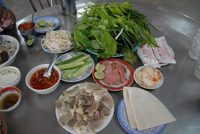 WHAT'S SPECIAL ABOUT VIETNAMESE STREET FOOD? 2