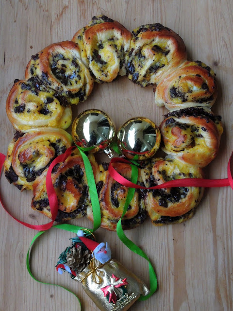 Brioche Wreath, Pastry cream & Chocolate Wreath