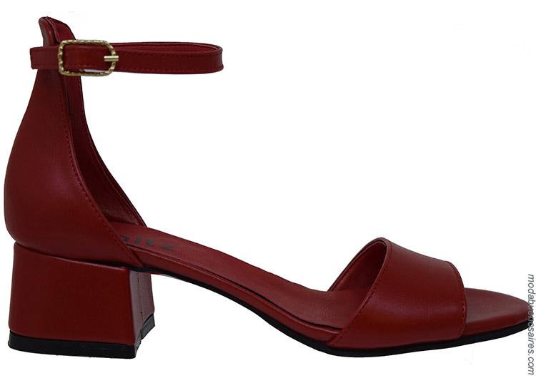 Moda primavera verano 2020 sandalias de mujer.