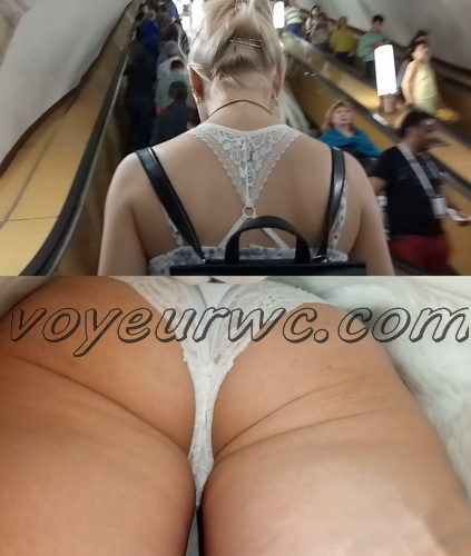 Upskirts 4075-4085 (Secretly taking an upskirt video of beautiful women on escalator)