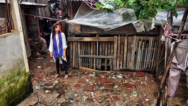 Seule dans le bidonville de Boeung Trabeck