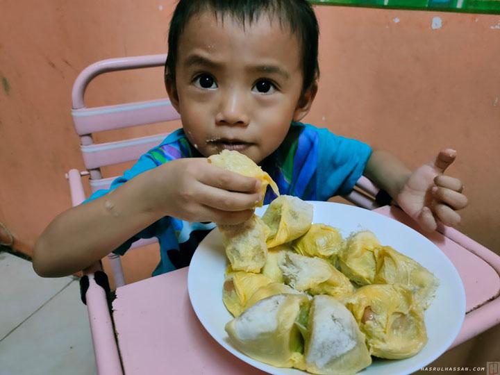 Mitos Makan Durian Boleh Sebabkan Batuk Demam