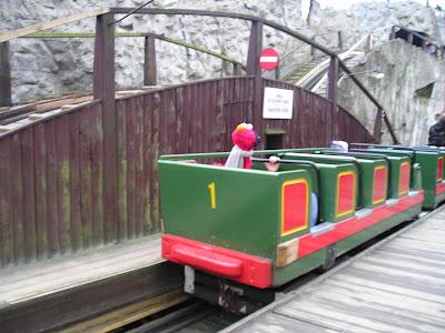 Elmo køre i ruschebanen i Tivoli