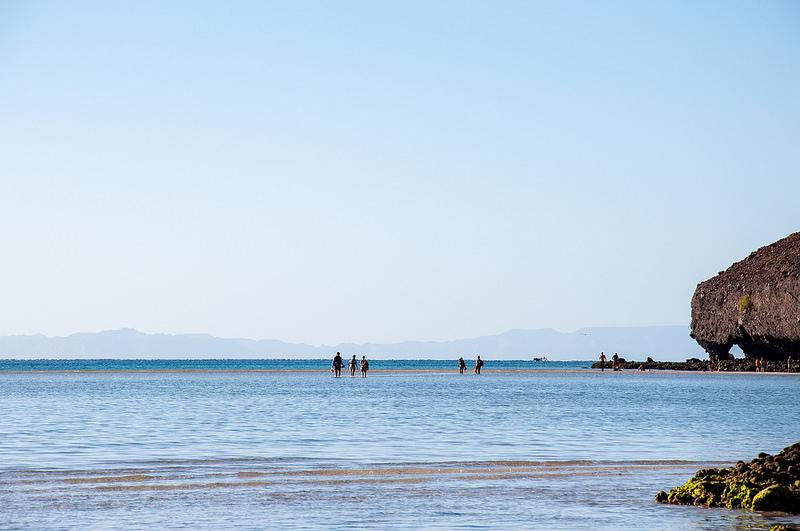 mochileros-turistas-playa-balandra