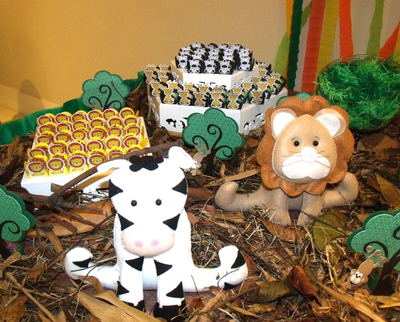 A Jungle Themed 1st Birthday Party - via BirdsParty.com