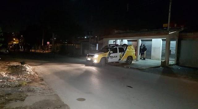 Homem é executado com tiro na cabeça em bar na Vila Liberdade em Colombo