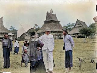 j t cremer dan istrinya kunjungan ke sebuah desa di kabanjahe