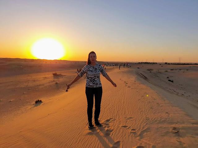 Auringonlaskun jeeppisafari aavikolla