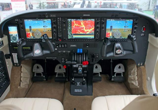 Piper PA-34 Seneca V cockpit