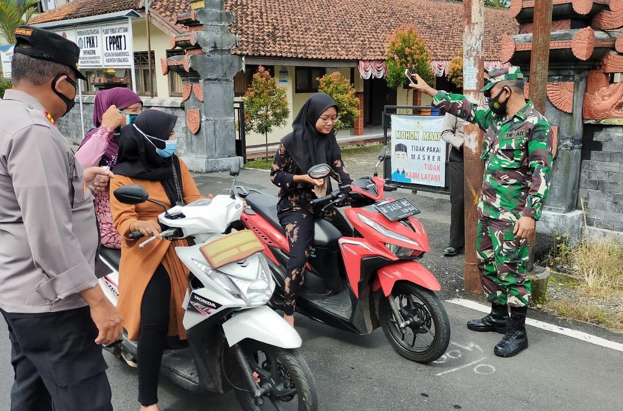 Tiga Pilar Kecamatan Karangmoncol Gelar Operasi Yustisi Prokes dan Sosialisasi PPKM