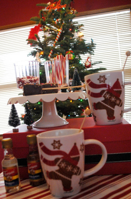 Mini hot cocoa bar and Christmas movie night inspiration on FizzyParty.com