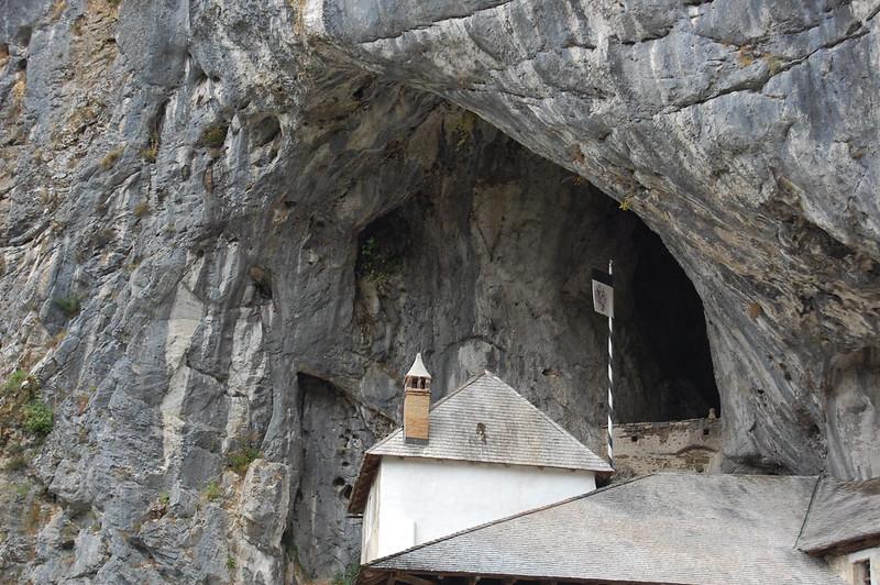 predjama cave