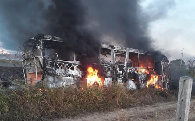 Sobe para quatro o número de mortos em colisão de caminhão-tanque e ônibus na BR-364