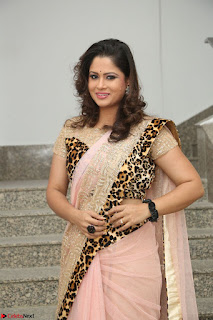 Shilpa Chakravarthy in Lovely Designer Pink Saree with Cat Print Pallu 024.JPG