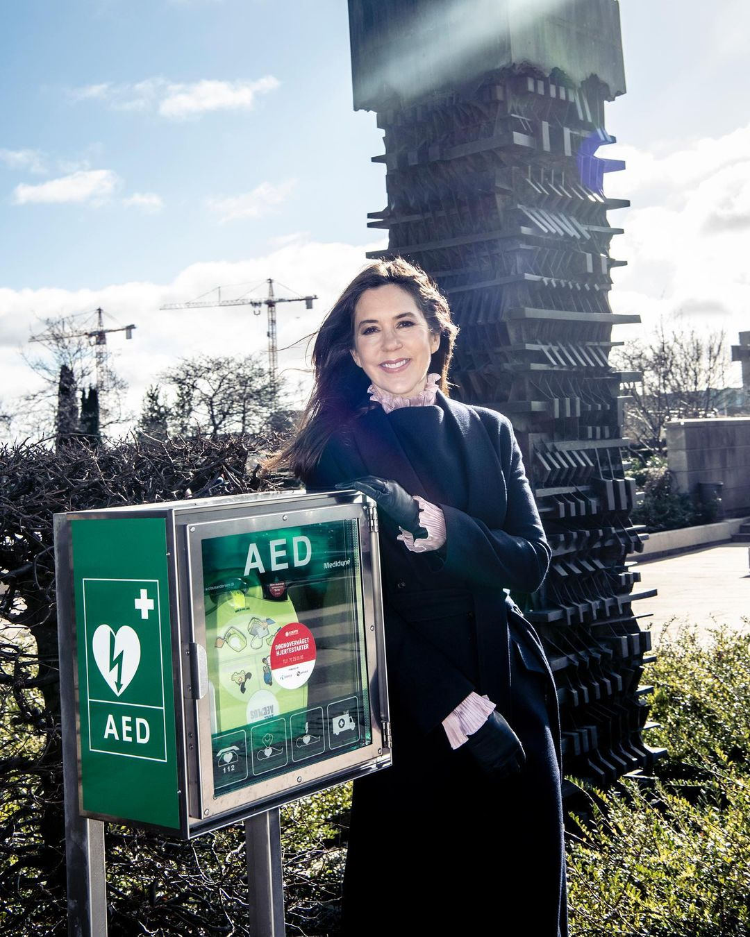 The patron of Heart Association, Crown Princess Mary received the new defibrillator at Amaliehaven.
