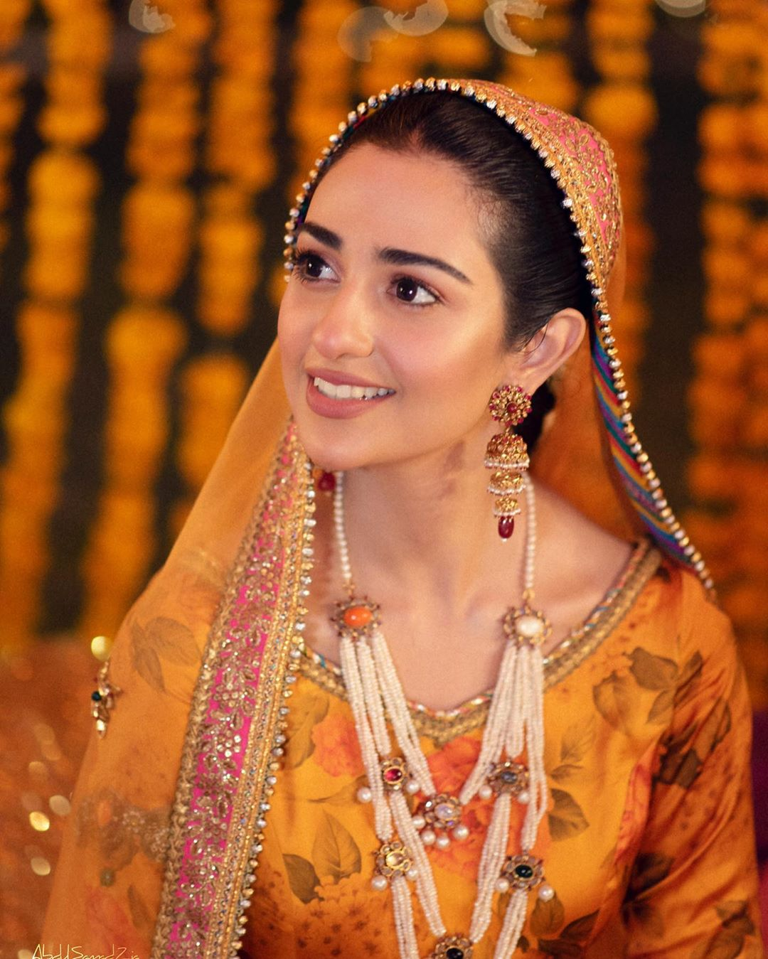 Sarah Khan and Falak Shabbir Mehndi HD Clicks