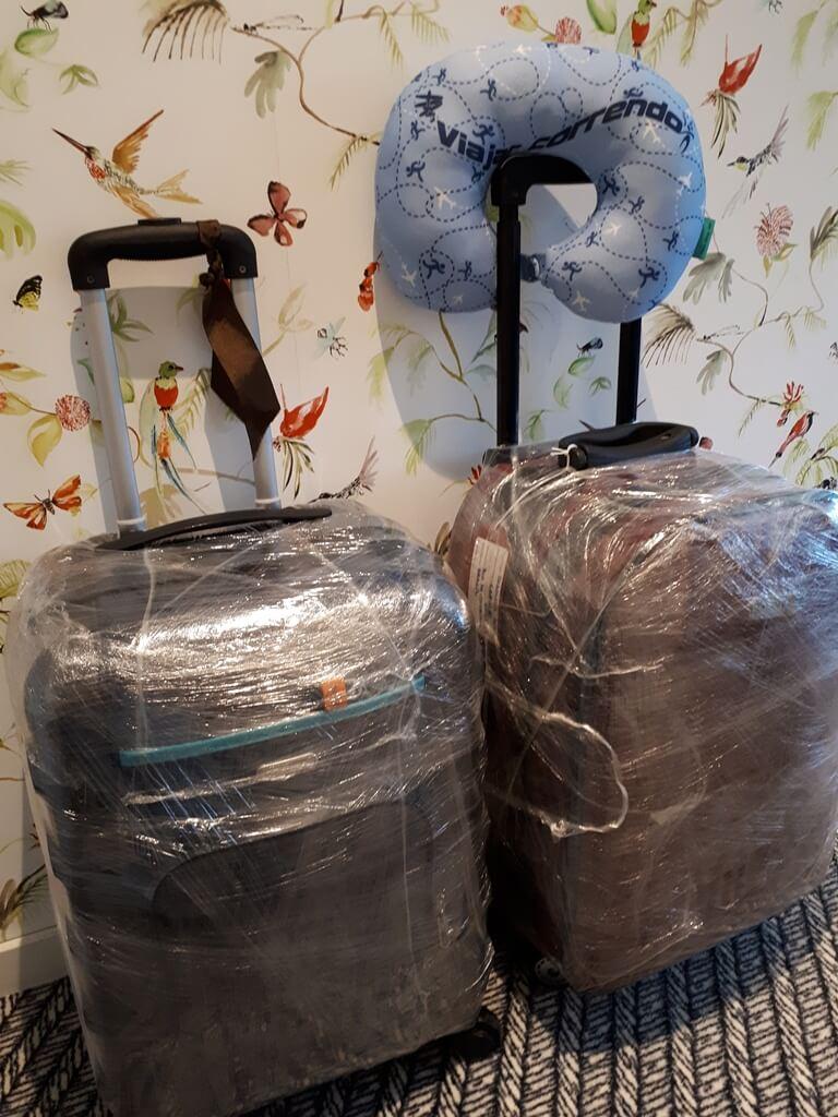 Plástico para embalar malas no aeroporto