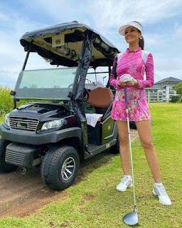 7 Momen Seleb Cantik Saat Olahraga Golf