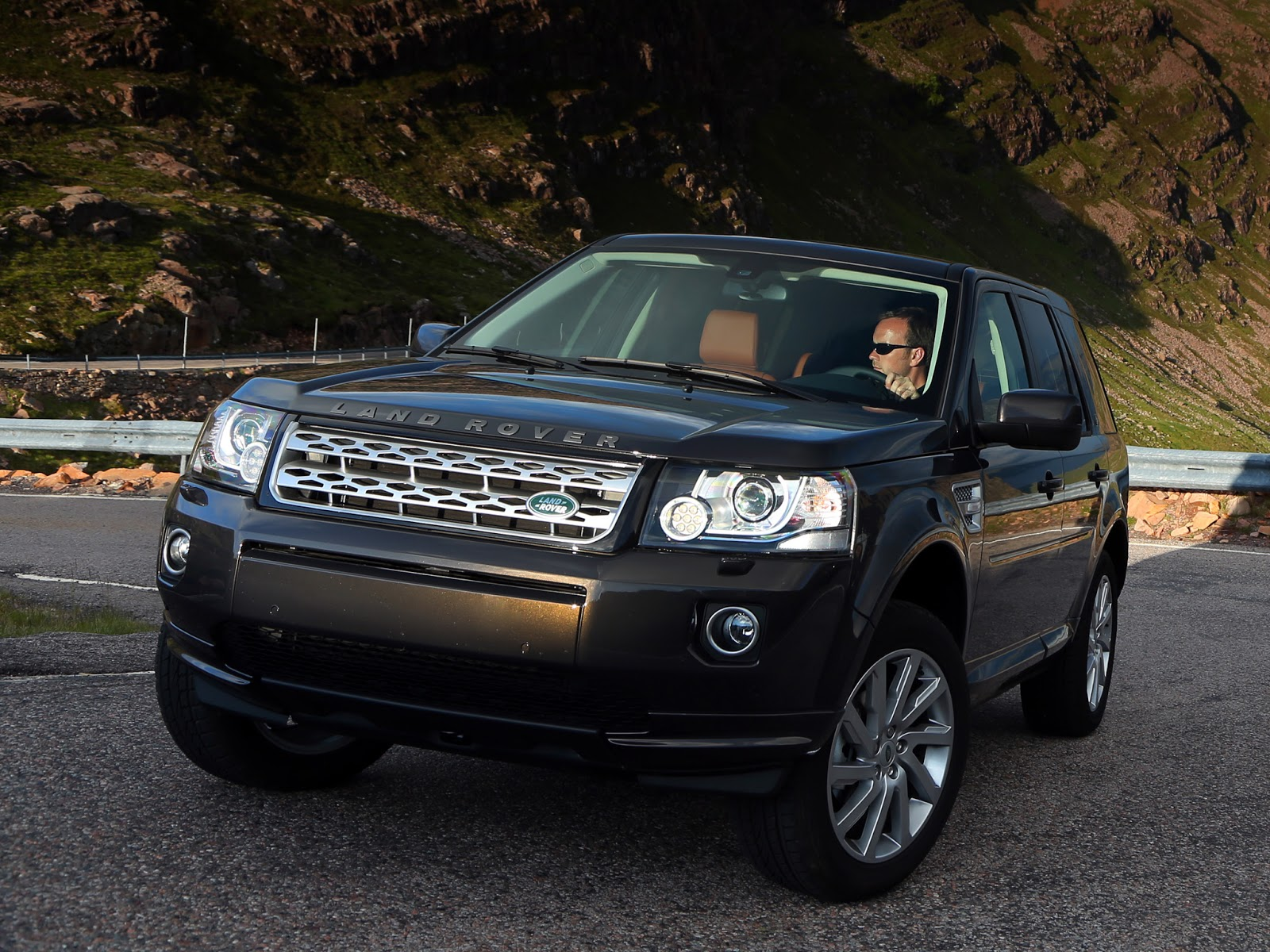 car i Land Rover Freelander 2 2013