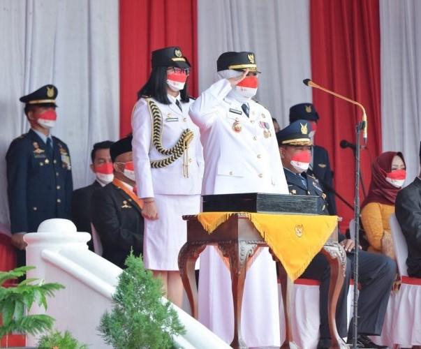 Wagub Kepri Bertindak Sebagai Irup Penurunan Bendera Peringatan HUT Kemerdekaan RI ke-76