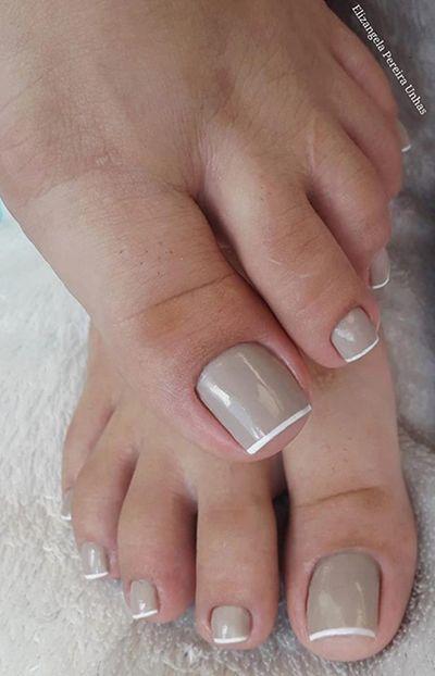 unhas inglesinhas com esmalte nude