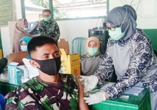 80 Anggota TNI Kodim 0305 Pasaman Divaksin