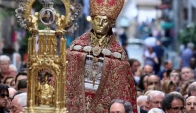 Napoli, salta processione San Gennaro