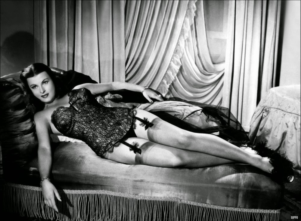Bollywood actress kalki koechlin poses nude, gets trolled pics