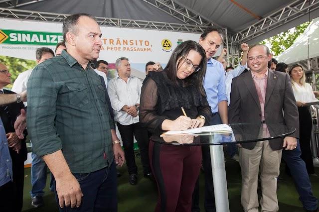 Senador Sá e os outros 183 município do estado assinam o Programa de Segurança no Trânsito com investimento inicial de 120 milhões!!