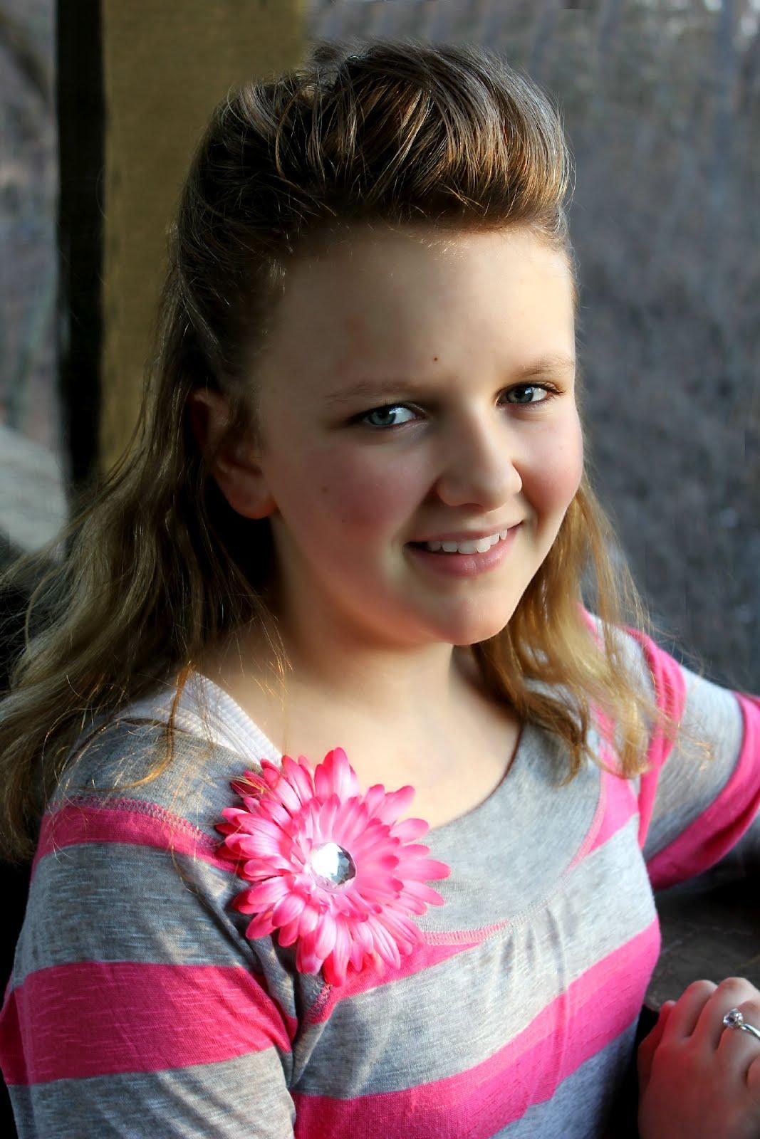 POSE child modeling mag Junior Fashion Experts: April 2012