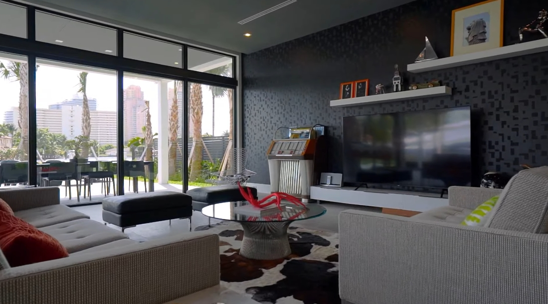 Tour 2900 NE 24th Ct, Fort Lauderdale, FL vs. 39 Interior Design Photos