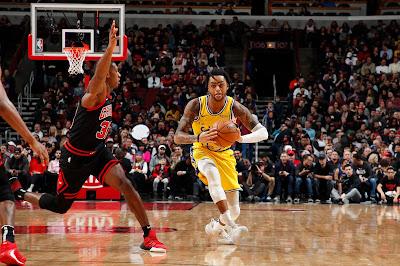 Band exibe partida entre Golden State Warriors e Chicago Bulls no dia 27. Crédito: Jeff Haynes - NBAE/Getty Images