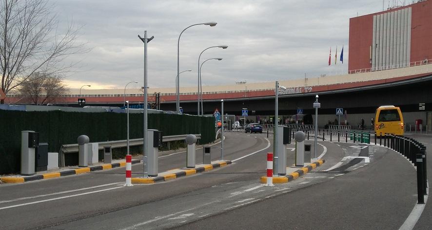 Aena cobrará por esperar a los conductores en la T2 y T4 de Barajas