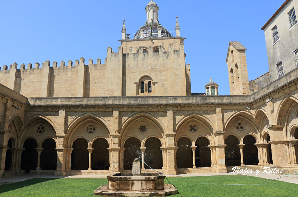 Claustro de la catedral vieja de Coimbra