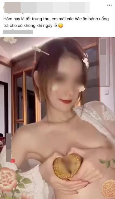 Cận cảnh cô gái trẻ gây tranh cãi khi cởi áo, để bánh nướng trước ngực rồi tạo dáng phản cảm