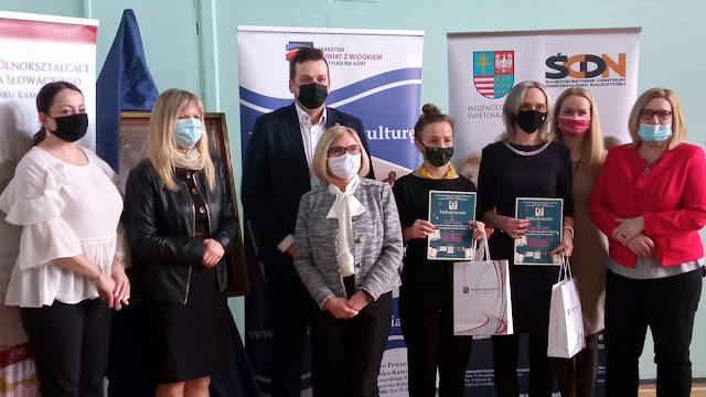 Sukces uczennic w konkursie o J. Słowackim