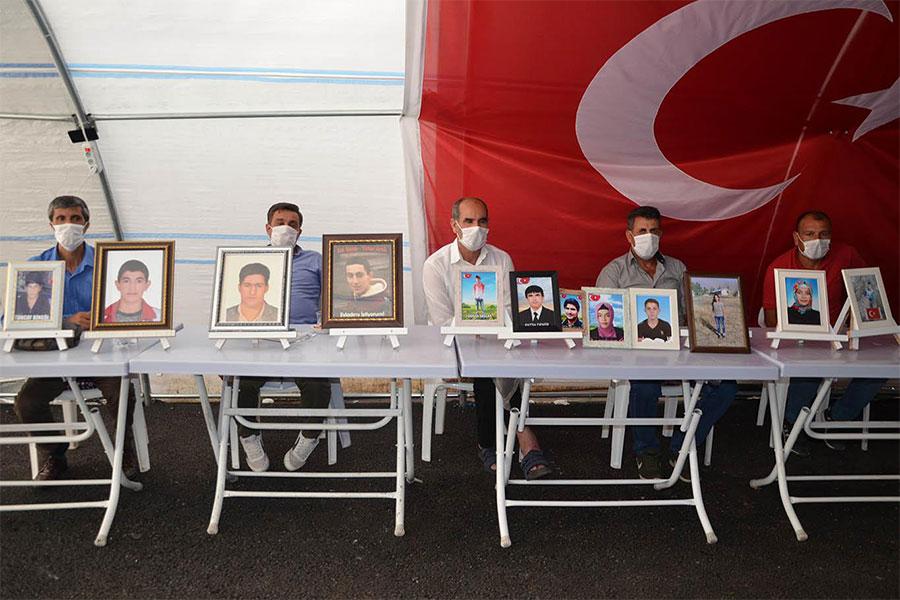 HDP önündeki evlat nöbetine 2 aile daha katıldı