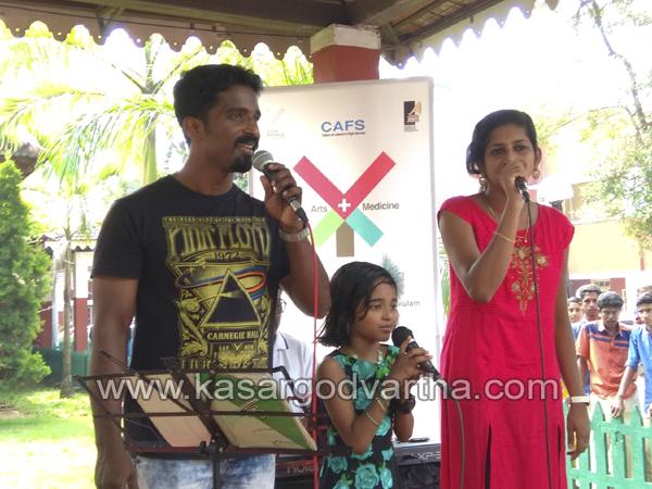 Kerala, Kochi, Hospital, Girl, Song, Eranakulam, Sheena, Tamil, Hindi, Teacher, Biennale Music: Young girl steals the show at General Hospital