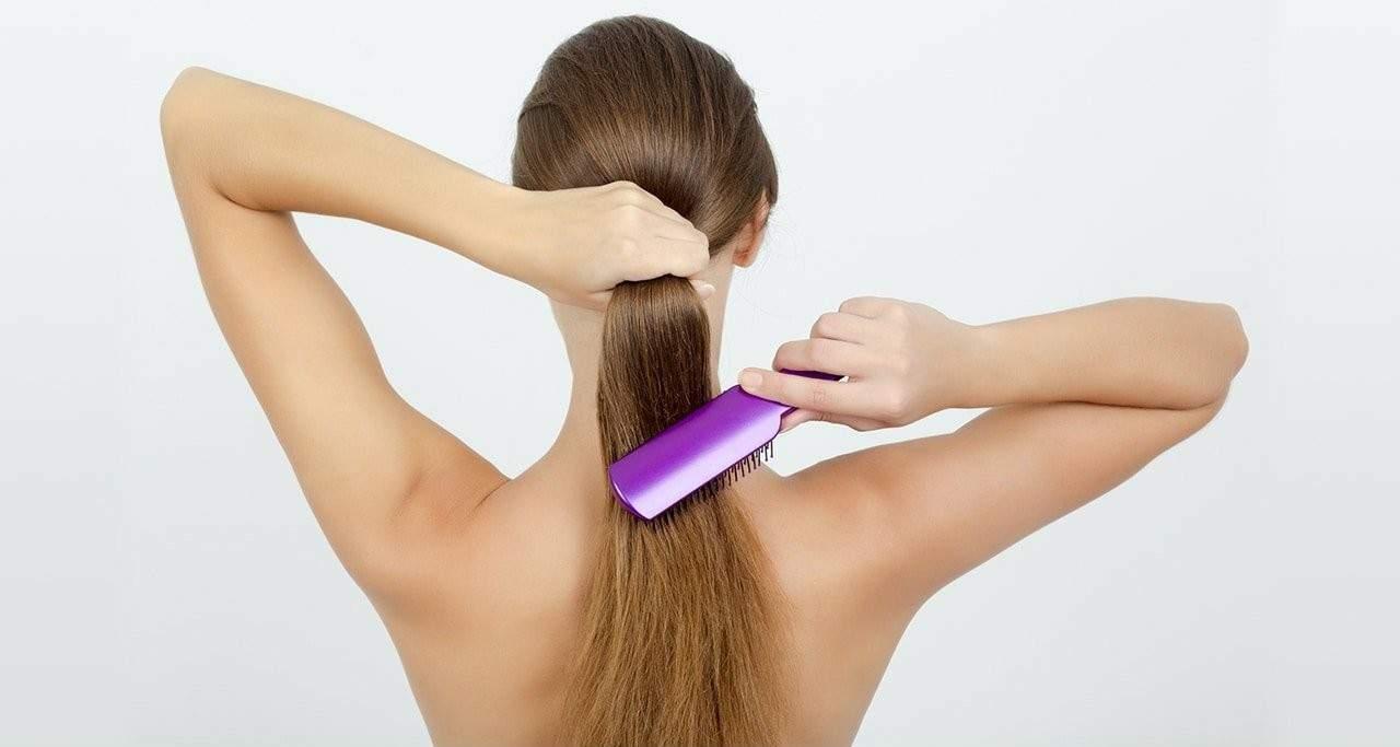 लेटे लेटे बाल लंबे करने का तरीका