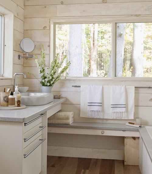 Drewno i kamienny kominek, wystrój wnętrz, wnętrza, urządzanie domu, dekoracje wnętrz, aranżacja wnętrz, inspiracje wnętrz,interior design , dom i wnętrze, aranżacja mieszkania, modne wnętrza, drewniane wnętrza, styl eko, styl skandynawski, łazienka, łazienka w drewnie