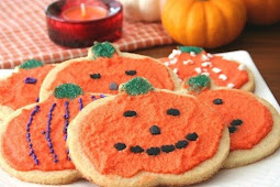 HALLOWEEN CUT-OUT SUGAR COOKIES – LOW CARB AND GLUTEN-FREE