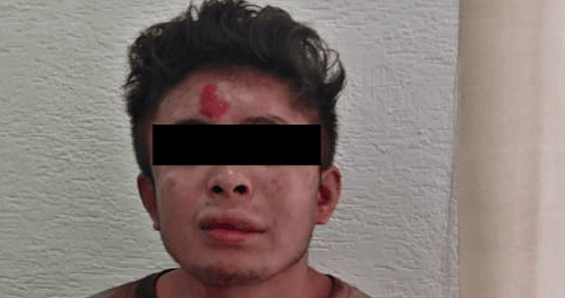 Sujeto sube a asaltar una combi con un arma falsa y es golpeado por pasajeros en el Edomex