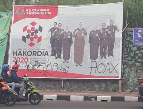 Kinerja Kejari Tangsel Dinilai Jeblok, Spanduk Anti Korupsi Dipilok HOAX